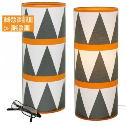 Lampe design orange et triangles noir et blanc